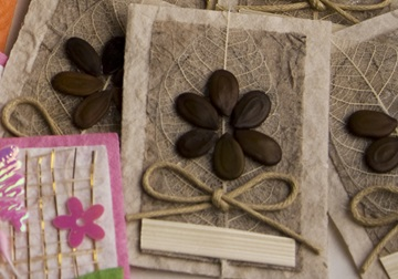 Picture of Scrappy Do Flower Small Embellishment Natural